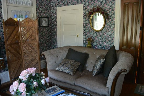 Cliff Cottage Inn - Luxury B&B Suites & Historic Cottages: Living room