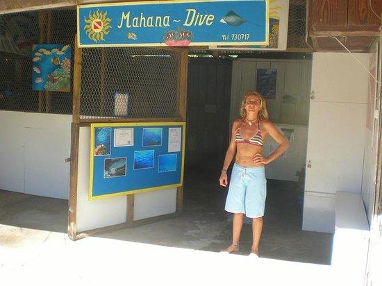 Mahana Dive: Le centre de plongée et Annie.