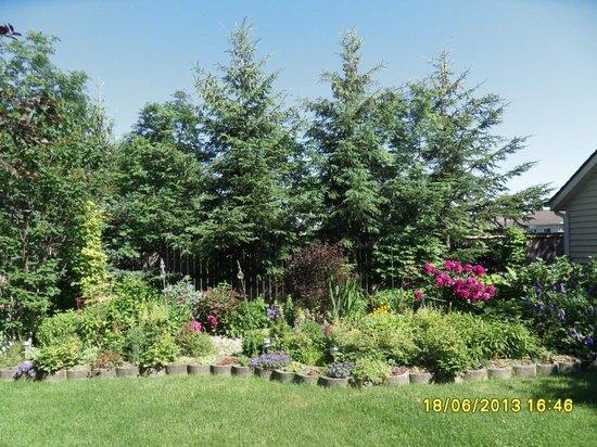 Yolanta's B&B: Flower Garden
