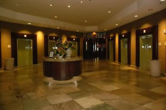 Sheraton Waikiki: lift lobby