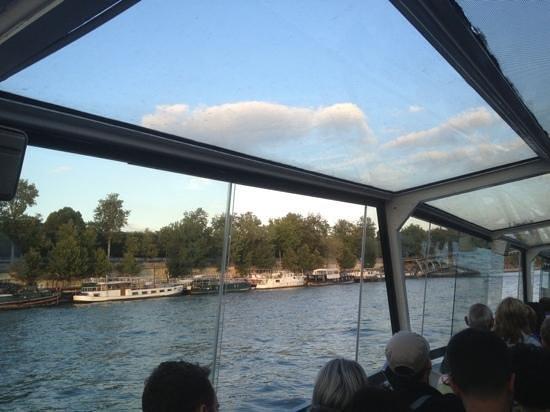 Paris City Vision: bateau mouche. pasear en barquito por el sena. muy disfrutable a cualquier hoa
