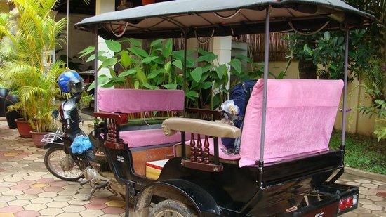 เช็คอินน์ เสียมราฐ: tuktuk at the lobby