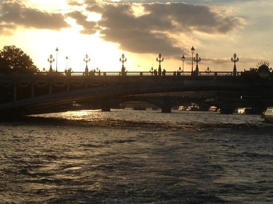 Paris City Vision: pont neuf a la puesta de sol. muy romantico