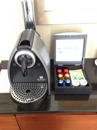 Four Seasons Hotel Denver: Nespresso in my room!!!