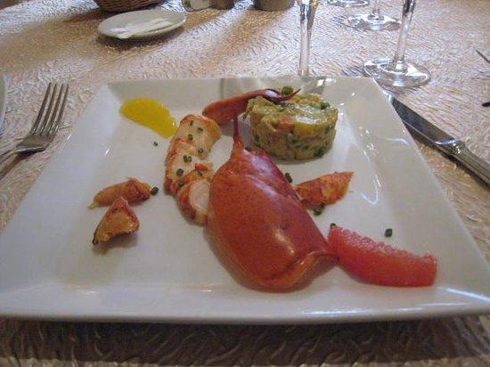 Auberge de la truffe: Émincé de homard sur sa macédoine de fruits et légumes