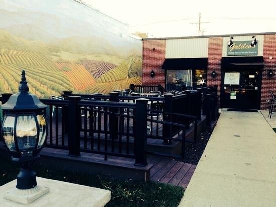Galileos Italian Restaurant & Pizzeria : our outdoor dinning
