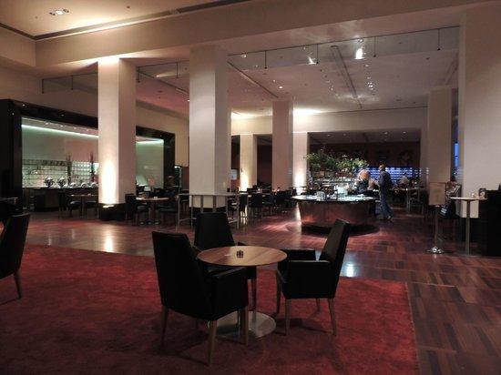 โรงแรมฮิลตัน โคเปนเฮเกน แอร์พอร์ท: Vista da área anexa ao lobby/bar