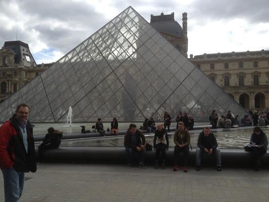 Paris City Vision: louvre. cada epoca le agrega innovaciones