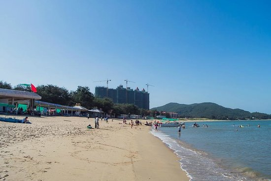Qing'ao Bay: The sand and the sea is OK