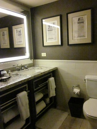 Loews Madison Hotel : Bathroom