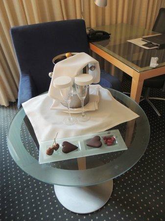 โรงแรมฮิลตัน โคเปนเฮเกน แอร์พอร์ท: Champagne & chocolates