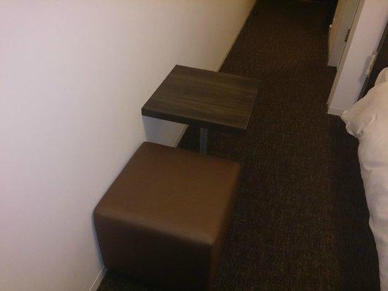 ไดวะ รอยเน็ต โฮเต็ล โยโกฮาม่า โคเอน: 簡易テーブルは荷物置きに便利でした