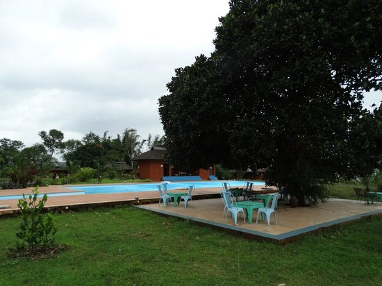 Red Earth, Kabini: view of the pool