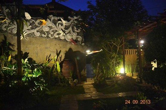 Baruna Sari Villa: night