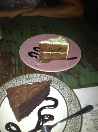 Warung Little Bird: carrot cake, chocolate cake. Hummingbird is delicious too...