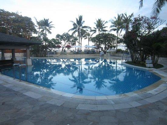 Holiday Inn Resort Baruna Bali: Huge Pool