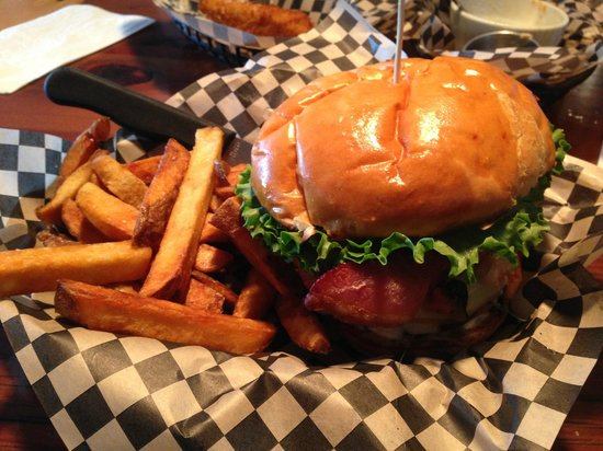 The Vista Pub: Best burgers