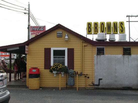 Brown's Seabrook Lobster Pound: view from the parking lot