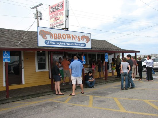 Brown's Seabrook Lobster Pound: view from the road