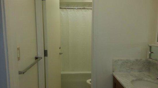 Aston Kaanapali Shores: Bathroom