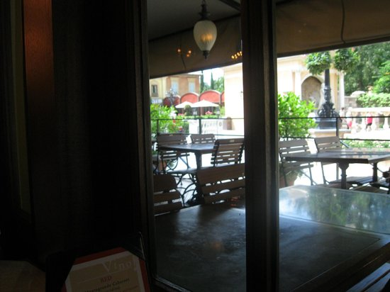 Tutto Italia Ristorante: View from our table inside