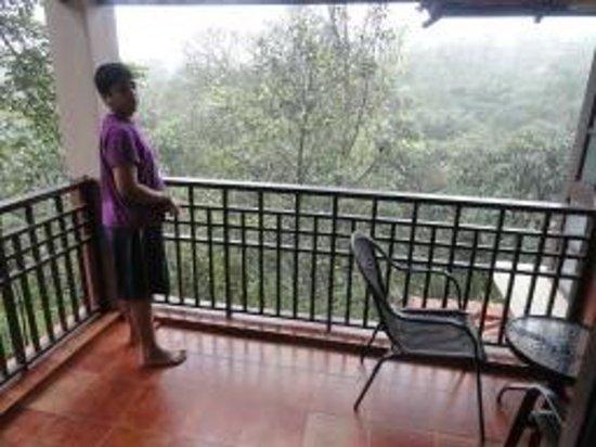 คลับมหินทรา โกดาคูแวลเลย์: The Verandah facing spectacular valley