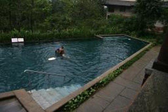 คลับมหินทรา โกดาคูแวลเลย์: 2 nd swimming pool