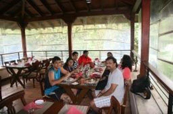 คลับมหินทรา โกดาคูแวลเลย์: Lovely Seat outs for energizing meals
