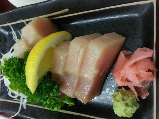 Urban Sushi & Grill: tuna sashimi
