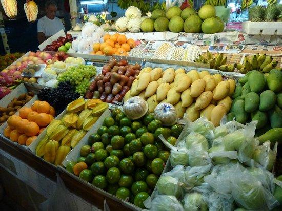 ปุ้ม ไทยเรสเตอรองท์ & คุกกิ้งสคูล: Local Patong Market.