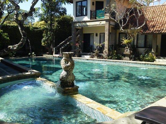 โรงแรมปูริเมซาริ: Swimming Pool with children's pool