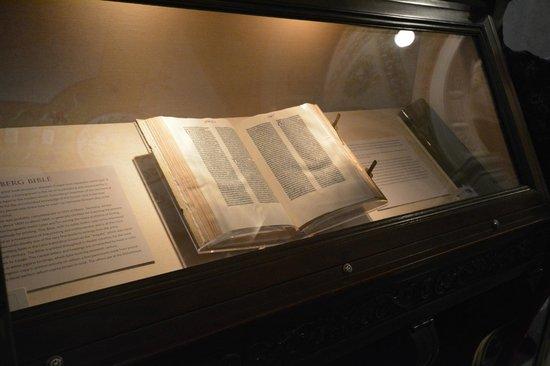 ห้องสมุดคองเกรส: The famed Gutenberg Bible!