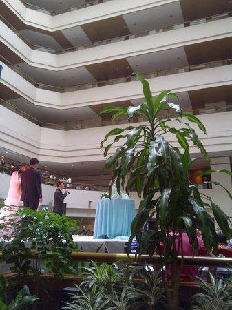 แกรนด์ เมโทร พาร์ค โฮเต็ล ซีอาน: edificio de hotel por dentro