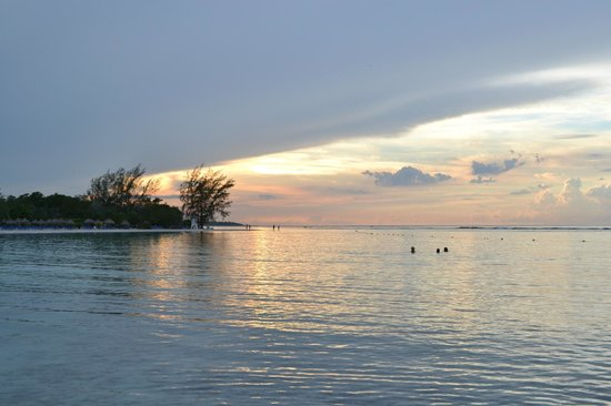 Grand Bahia Principe Jamaica: Beach sunset