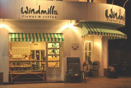 Windmills Cafe: The Place You Can Enjoy Yourself