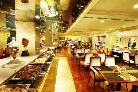 Hotel New Saphir Yogyakarta: Prominade Cafe
