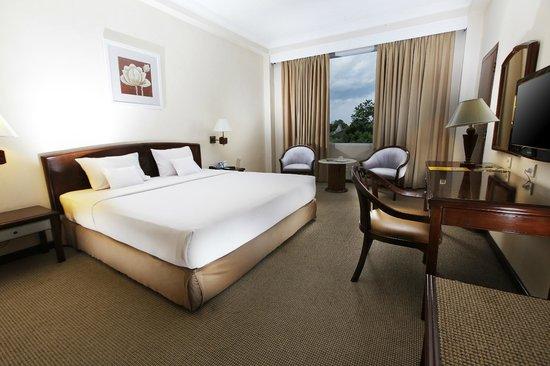 Hotel New Saphir Yogyakarta: Superior King Size Bed
