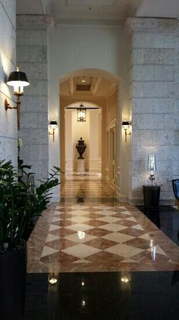 The Ritz-Carlton Coconut Grove, Miami: left foyer from lobby
