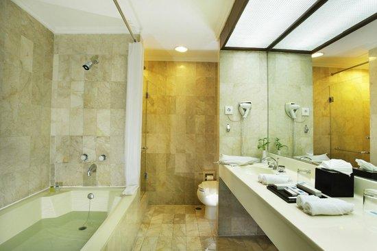 Hotel New Saphir Yogyakarta: Kamar Mandi Suite Room