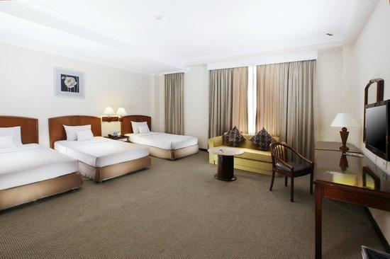 Hotel New Saphir Yogyakarta: SuperiorTriple Room