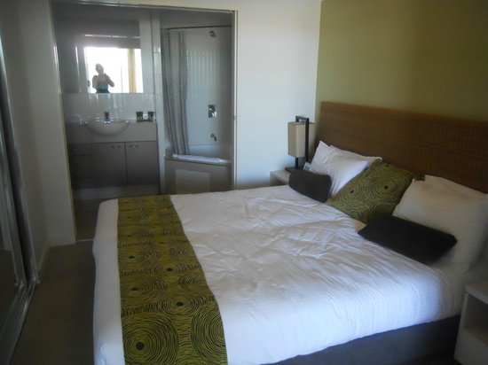 Mantra Ettalong Beach: Bed in room