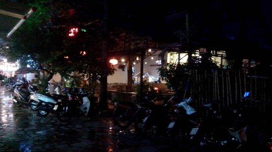"""HY Lap"" Mini Restaurant: Near a big but normal coffee shop"