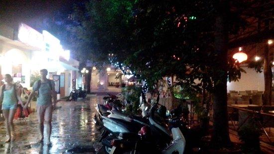"""HY Lap"" Mini Restaurant: Nice street view"