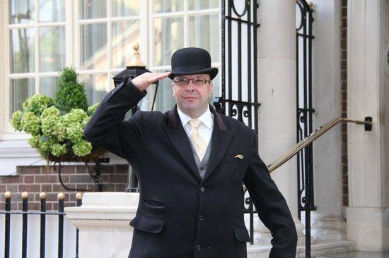 ลอนดอนแบล็กแท็กซี่ทัวร์ - ไพรเวททัวร์: The doorman that opened the door for Kate on night before wedding