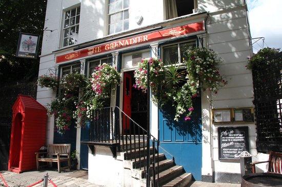 ลอนดอนแบล็กแท็กซี่ทัวร์ - ไพรเวททัวร์: Outside Grenadier pub