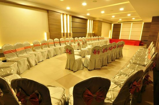 Vijay Park inn: Innova Hall