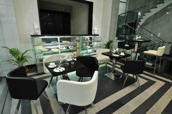Vijay Park inn: Pastry Cafe