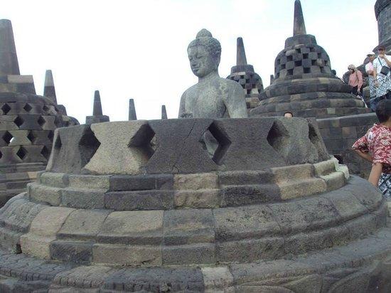 วัดโบโรบูดูร์: Buddha statue in the stupa, Borobudur Temple