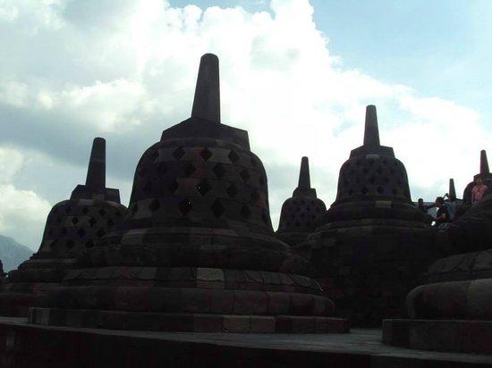 วัดโบโรบูดูร์: Stupas in Borobudur temple