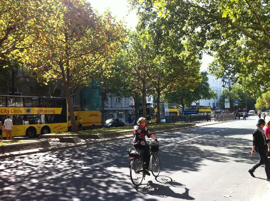 Reinhard's am Kurfurstendamm: Kurfurstendamm strasse is like  Boulevard Saint-Germain inParis
